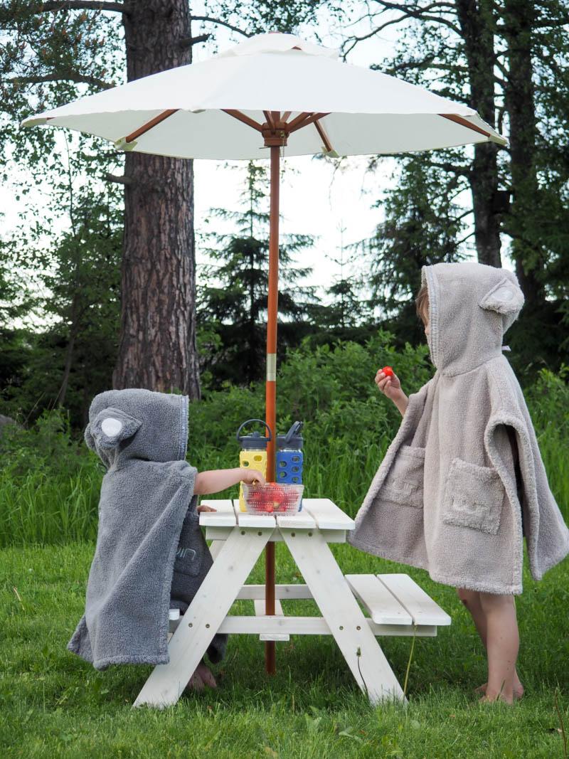 lasten piknikpöytä